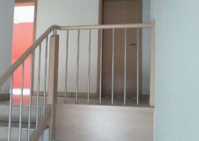Geländer für Betontreppe mit rundem Handlauf