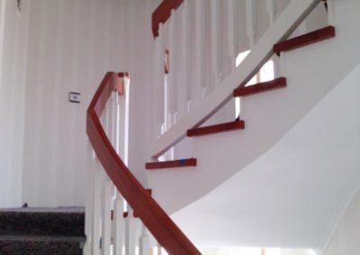 3. Schritt: Pfosten & Geländer