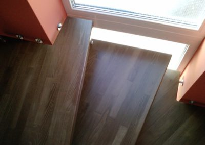 Bolzentreppe mit Stufenverlängerung ins Lichtband